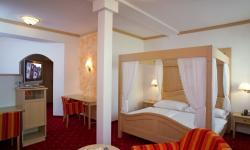 Doppelbett-Zimmer im Hotel Wallner