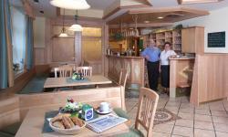 Gastzimmer und Wirtsleute: zum grünen Baum
