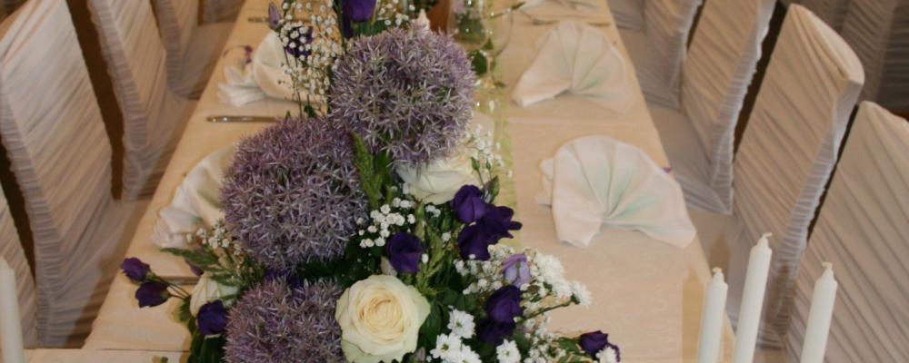Gedeckte Hochzeitstafel